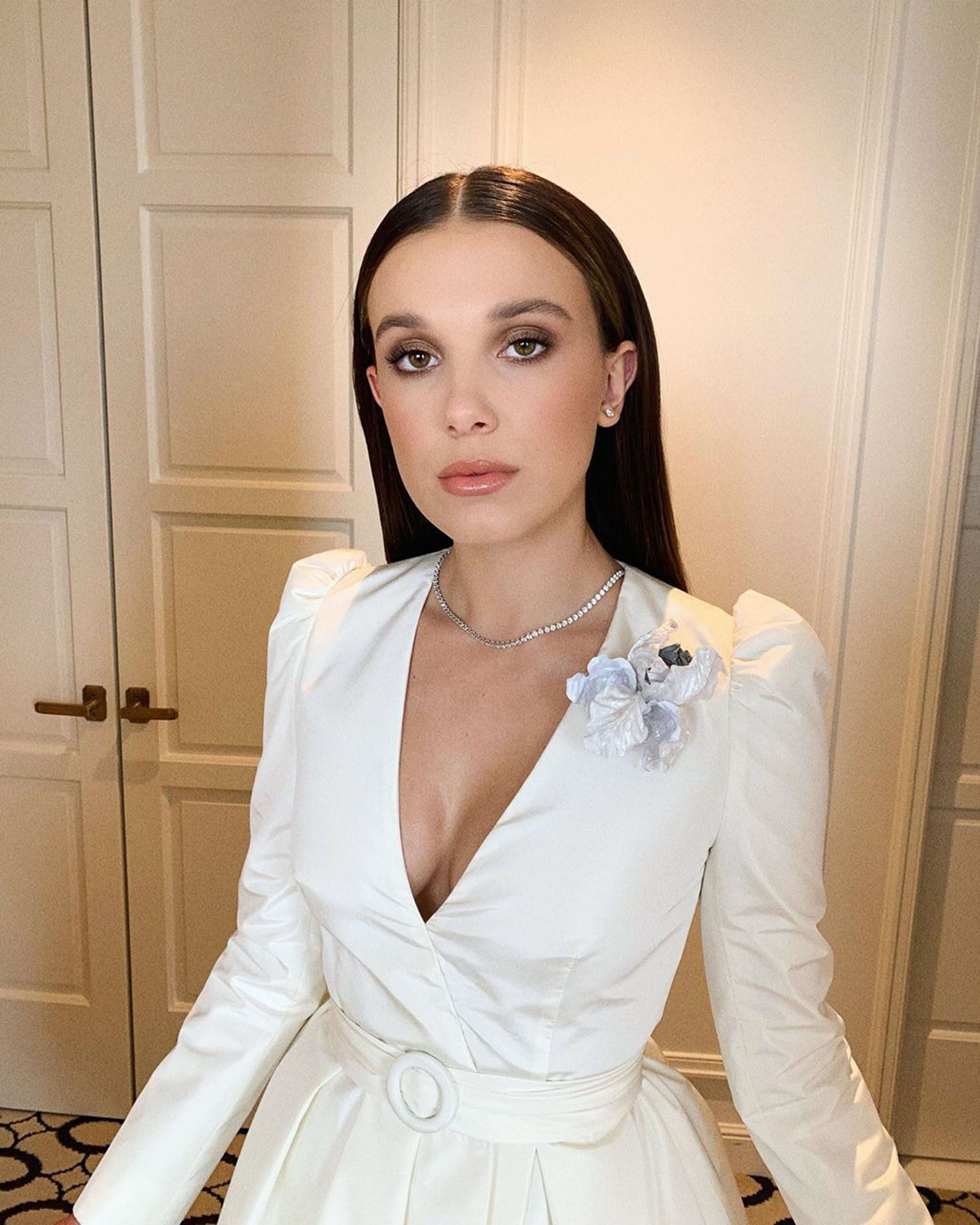 Sag Awards 2020 The Best Skin Hair And Makeup Looks On The Red Carpet In 2020 Millie Bobby Brown Bobby Brown Bobby Brown Stranger Things