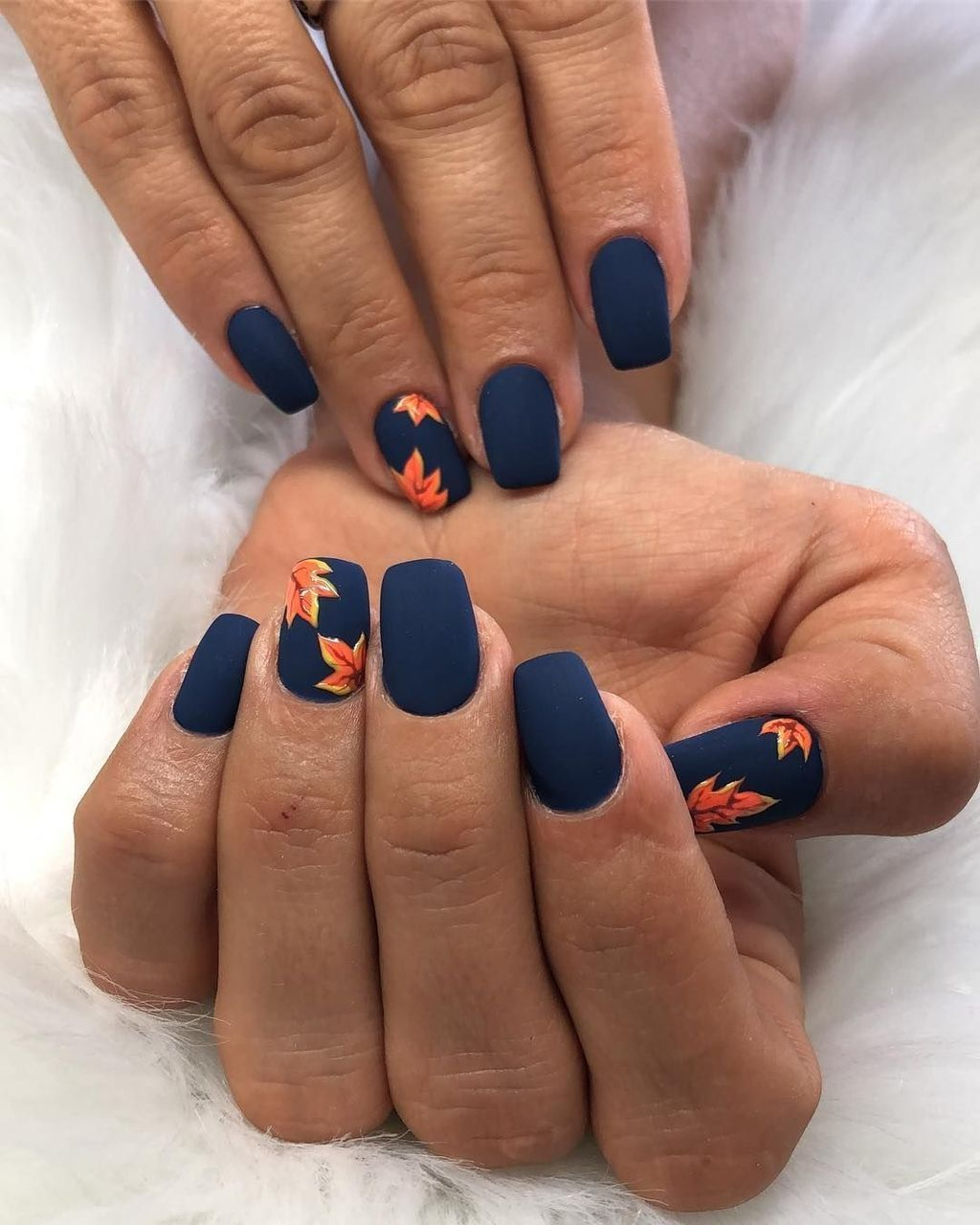 42 Outstanding Fall Nails Designs Ideas That Make You Want To Copy In 2020 With Images Fall Nail Art Designs Fall Nail Designs Autumn Nails
