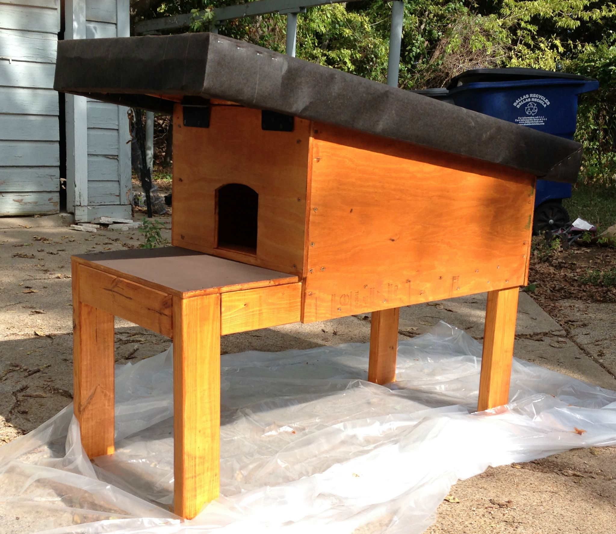 Feral Cat House Project - Album on Imgur | cats are the best ... on fast cat home, dog cat home, mountain lion home, stray cat home, lizard home, squirrel home, pig cat home, pet cat home, cat lady home, chipmunk home, ferret home, duck home,