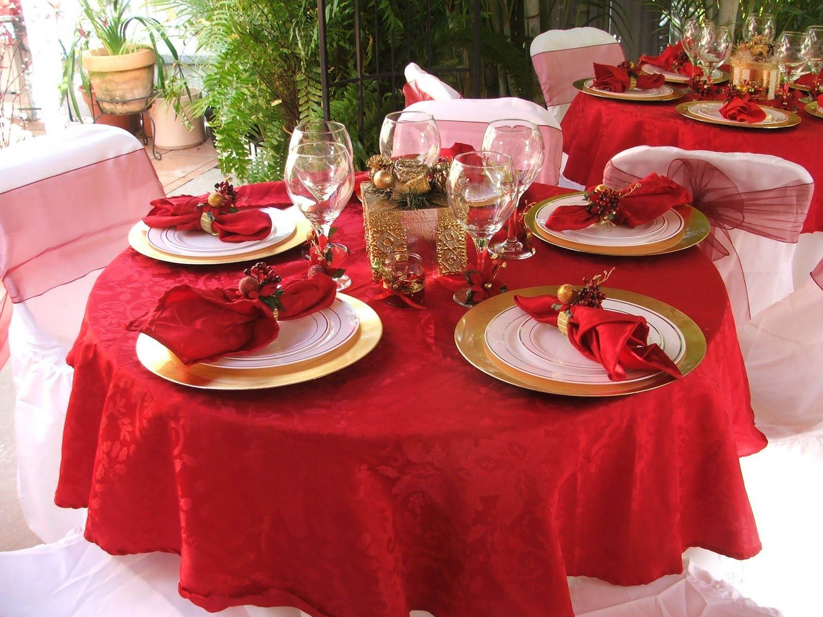 Christmas table decorations gold - 20 Most Amazing Christmas Table Decorations