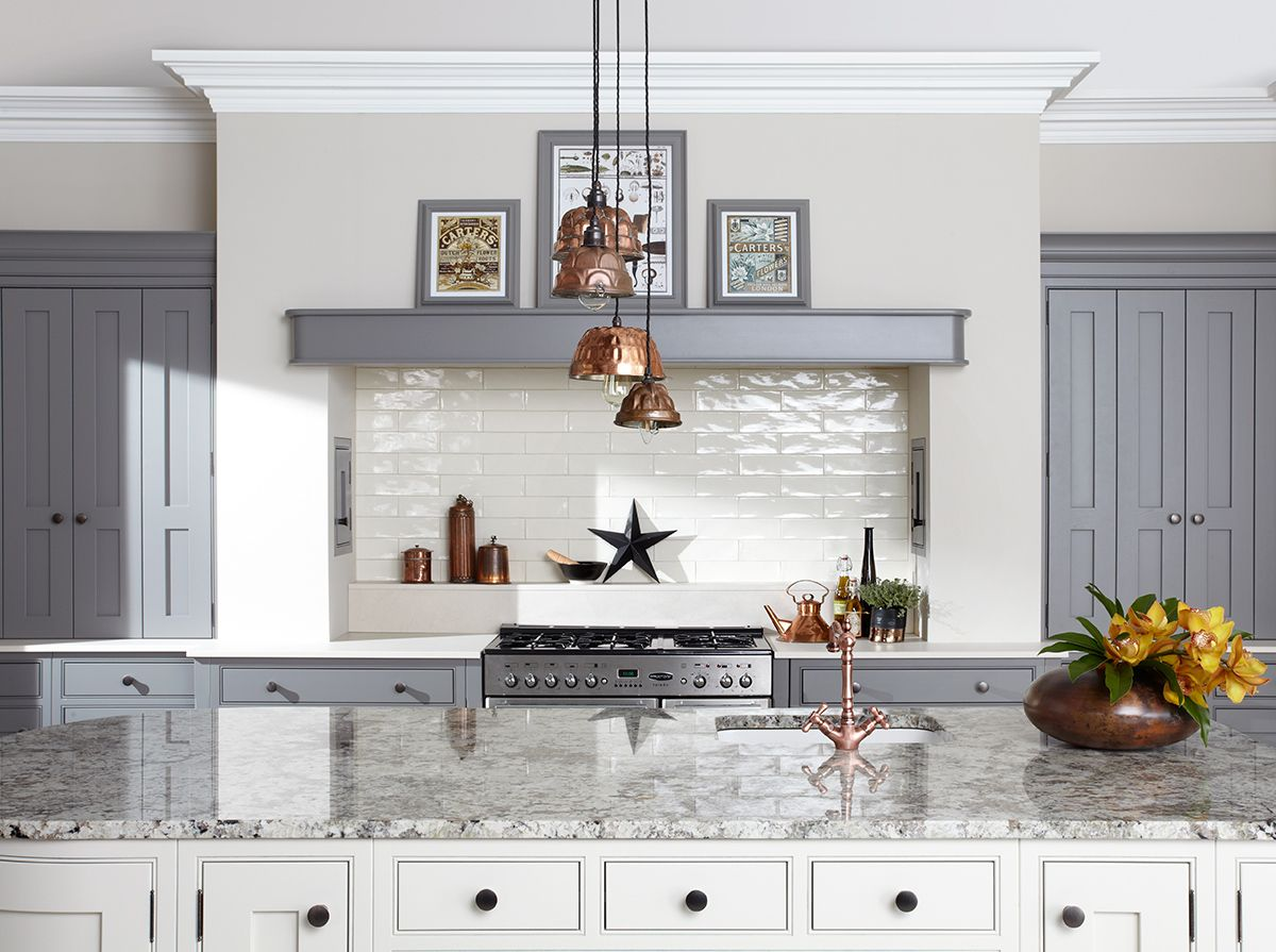 Loving the copper pendant light shades in this grey & white kitchen. Its those little finishing touches that really complete the look! #greykitchen #copperlighting #copperkitchenaccessories #kitcheninspo #kitchendesign