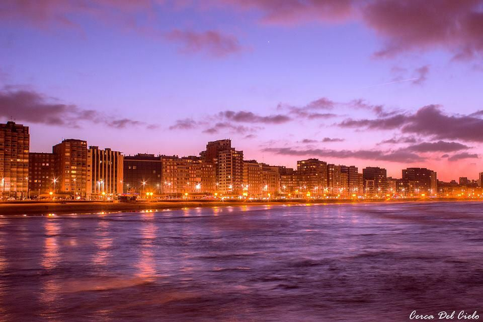 Cae la noche en Gijón #ParaísoNatural http://bit.ly/18JtMSq vía @Cerca_del_Cielo