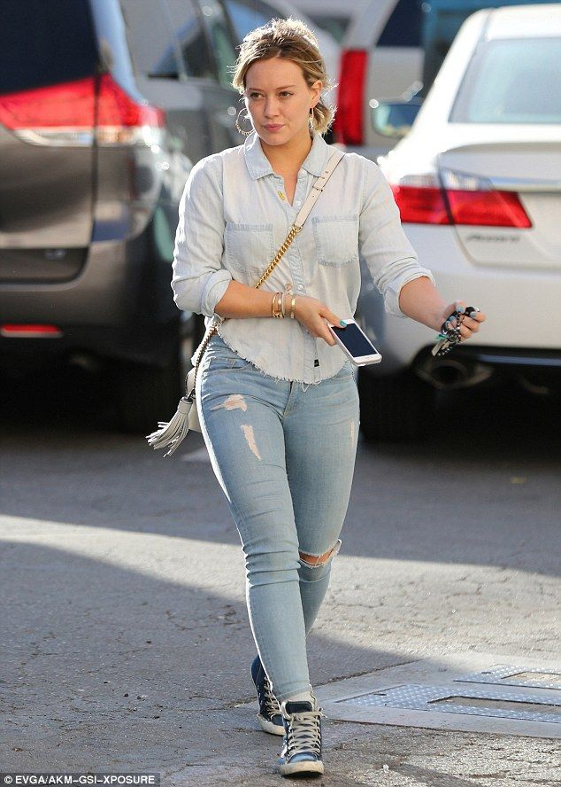 She's a jean-ius! Hilary Duff gave mom jeans a swerve as she showed off her muscular thigh...