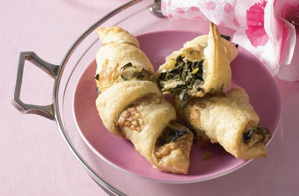 Sounds good!! bet it would be good with feta or Gorgonzola too..... Spinach and Gruyère Crescents: