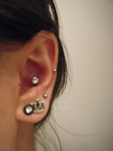 conch piercing piercings pinterest piercings amour et a fait mal. Black Bedroom Furniture Sets. Home Design Ideas