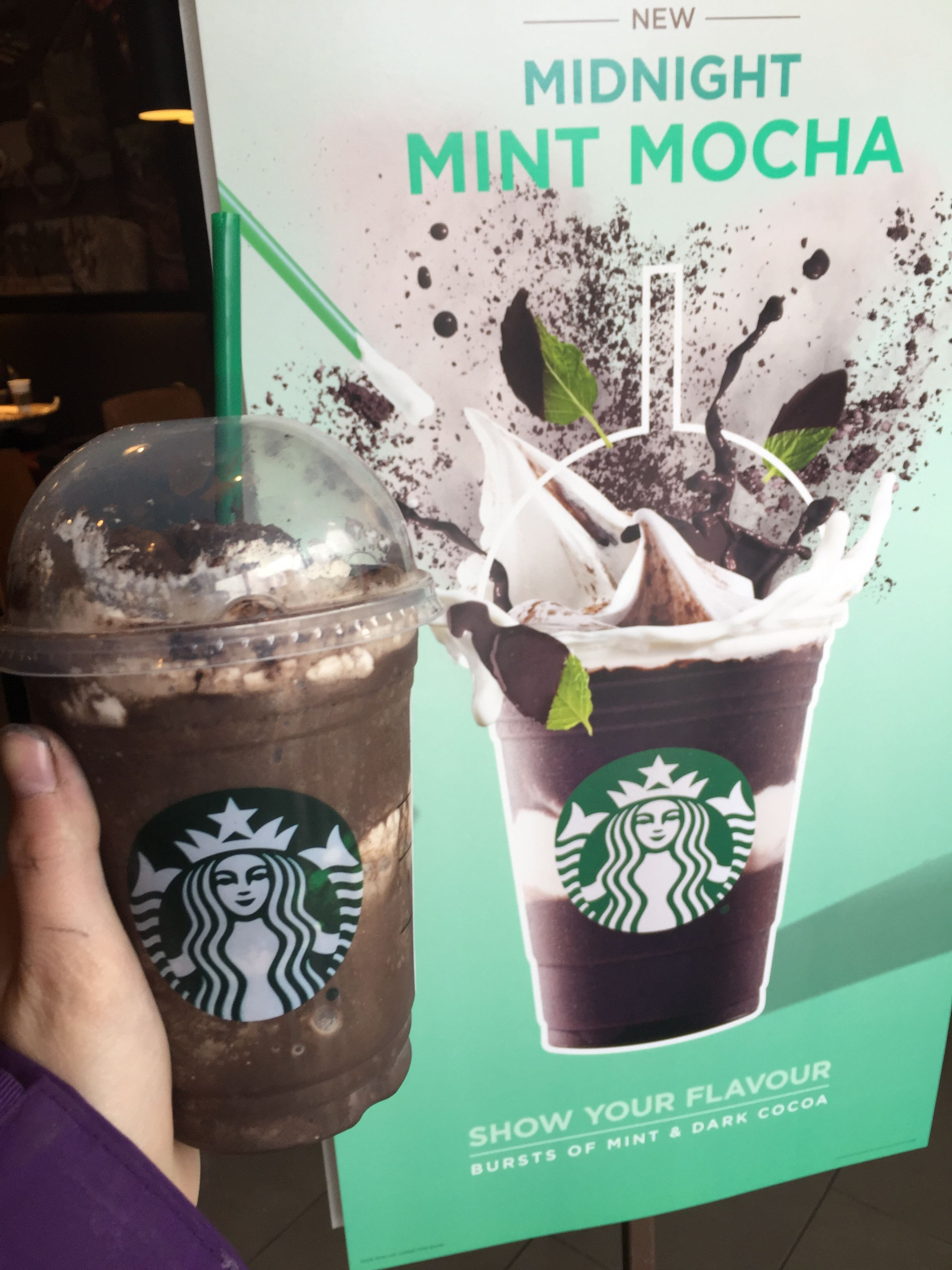New Starbucks Midnight Mint Mocha Frappuccino Is Amazing