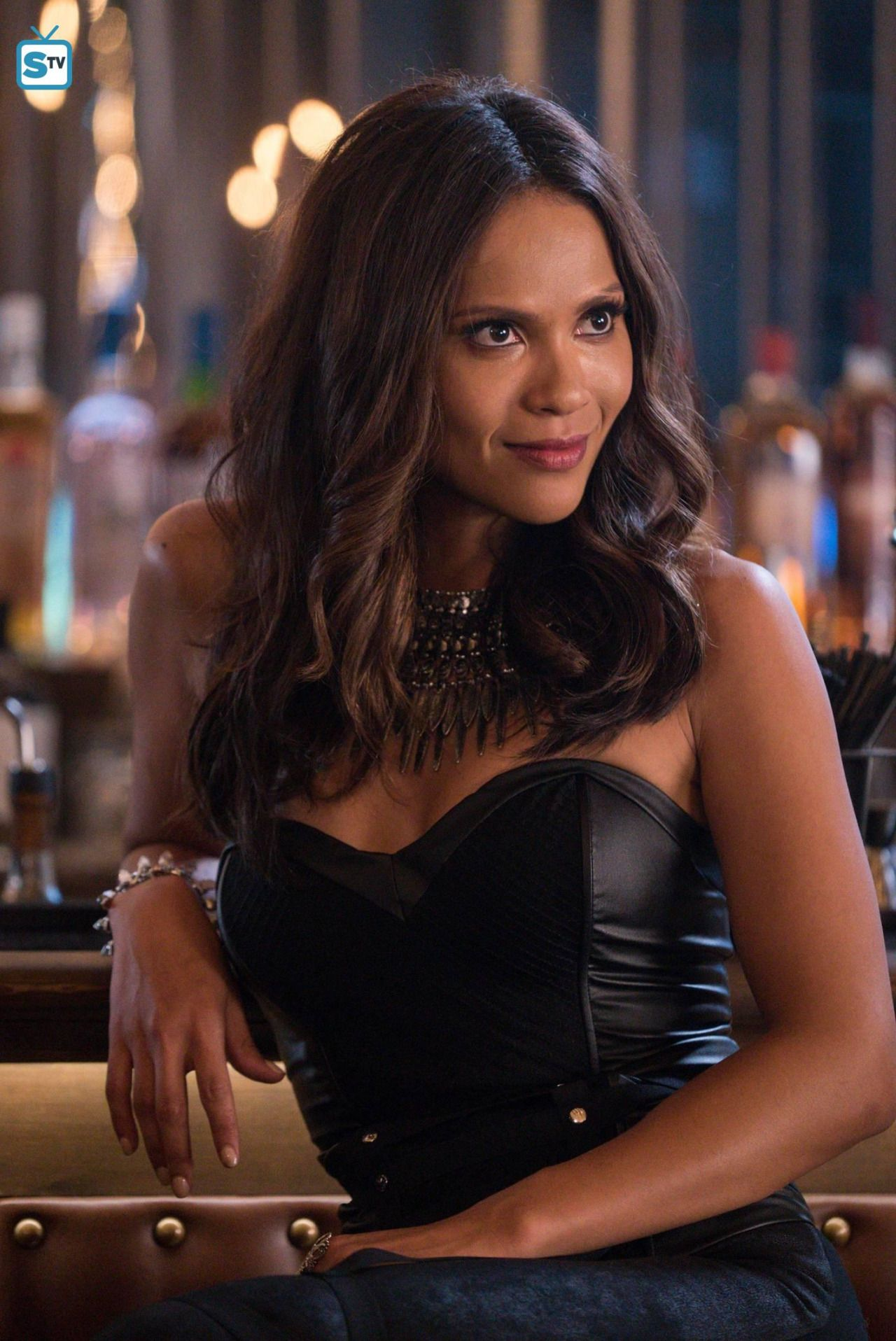 Mazikeen On Tv S Lucifer I Want This Necklace So Bad Atrizes