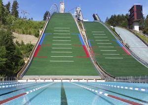 Maauimala sijaitsee Urheilukeskuksessa Suurmäen alastulorinteessä. Se tarjoaa lapsille uimakouluja ja kaikenikäisille myös vesiliikuntaa. Uimalassa on 50-metrinen allas, jonka päädyssä on matala lastenallas. Altaiden lähellä on myös ulkosuihkut. Rinne altaan vieressä on suosittu auringonottopaikka. Mäkikatsomon kuntosaliin pääsee samalla hinnalla kuin maauimalaan.