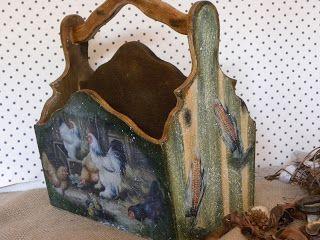 Portacubiertos de madera para cocina. Técnica decoupage . Laterales pintados a rayas.