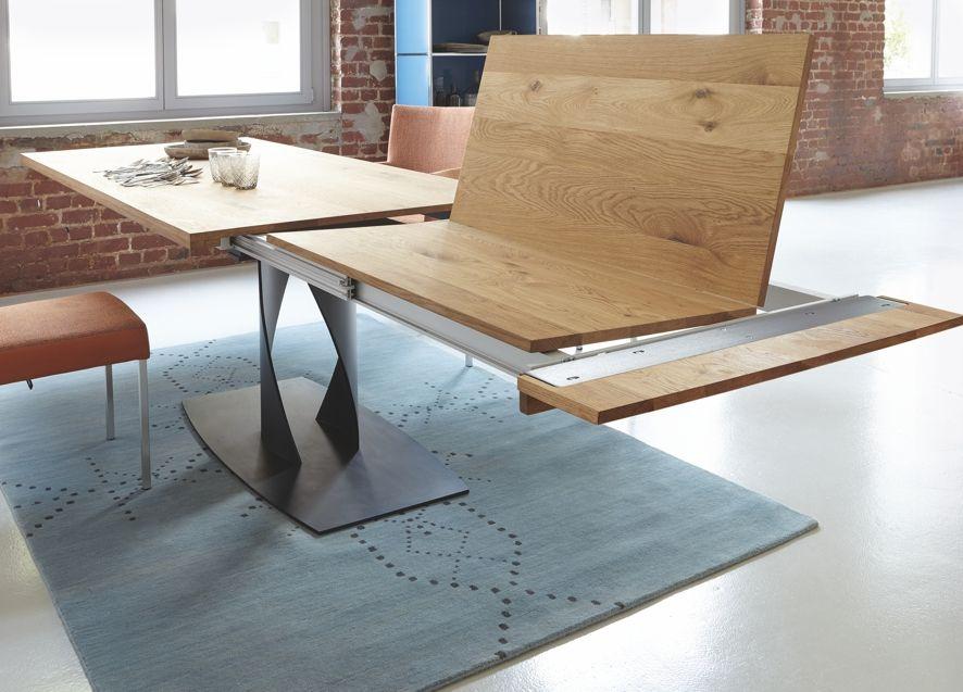 Mit Einem Handgriff Ist Der Tisch Gleich Um 100 Cm Länger. Der Ausziehbare  Esstisch Von Contur. Formschönes Metalluntergestell Mit Massiver Holzplatte  In ...
