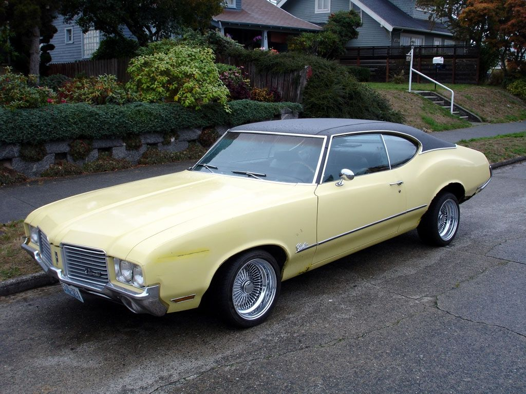 my first car - used 1971 Oldsmobile Cutlass Supreme bought in 1974 ...