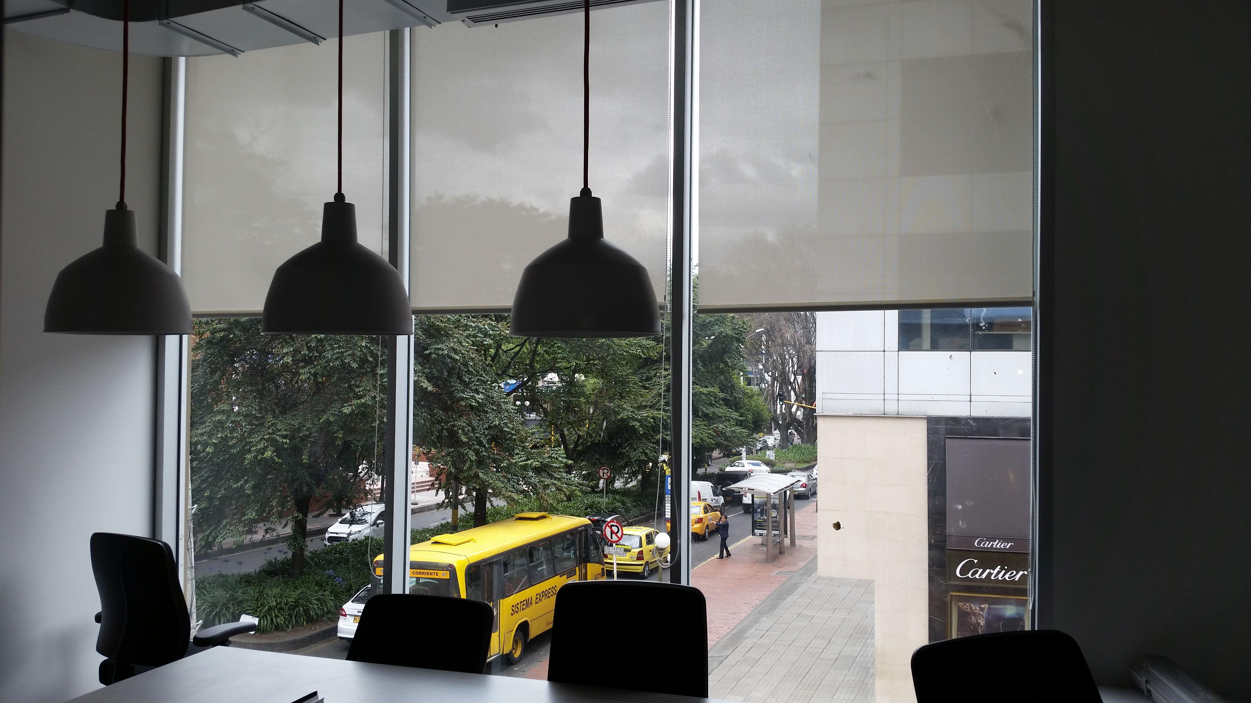 cortinas enrollables fcil de limpiar y controla el brillo del sol colombia