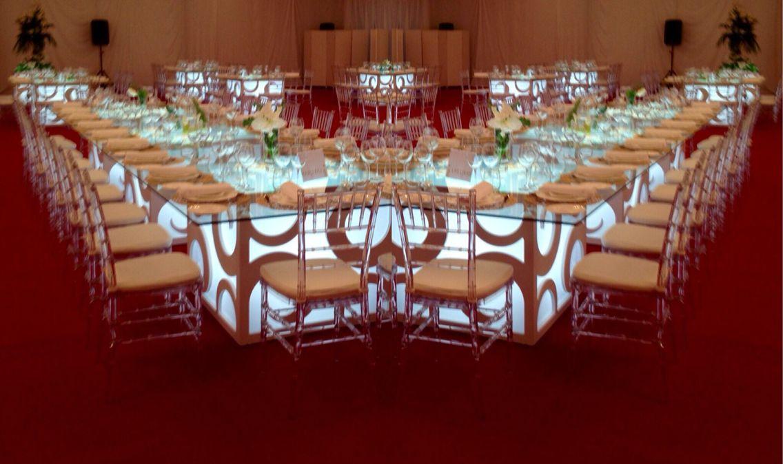 Mesas decoradas para bodas evento corporativo fiesta for Mesa para 10 personas