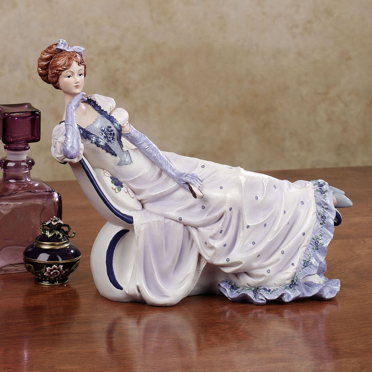 картинки с фарфоровыми статуэтками того, хозяйка