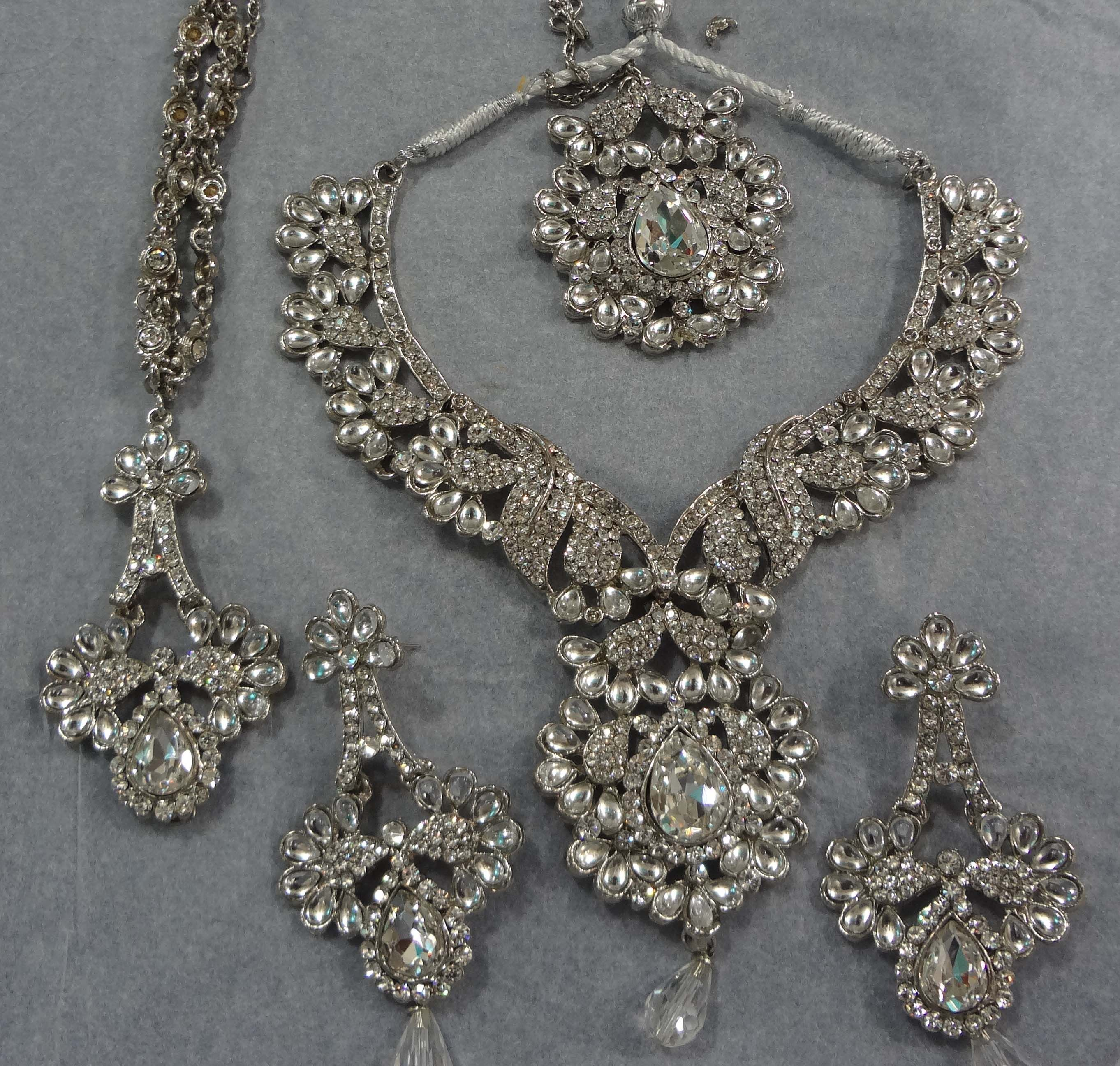 Bling Bling Elegant Designer Clear Crystal Diamante Exclusive Bridal Necklace and Earrings Jewellery Set Vb03amgy1r