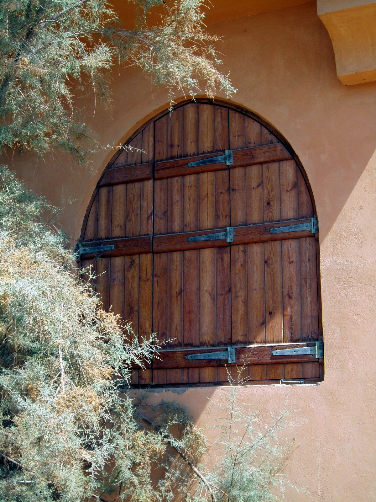 El Gouna est une véritable œuvre d'art de l'architecture belle et charmante. J'ai aussi trouvé cette petite fenêtre mignonne pendant une de mes promenades. El Gouna, Egypte | Columbus Travel