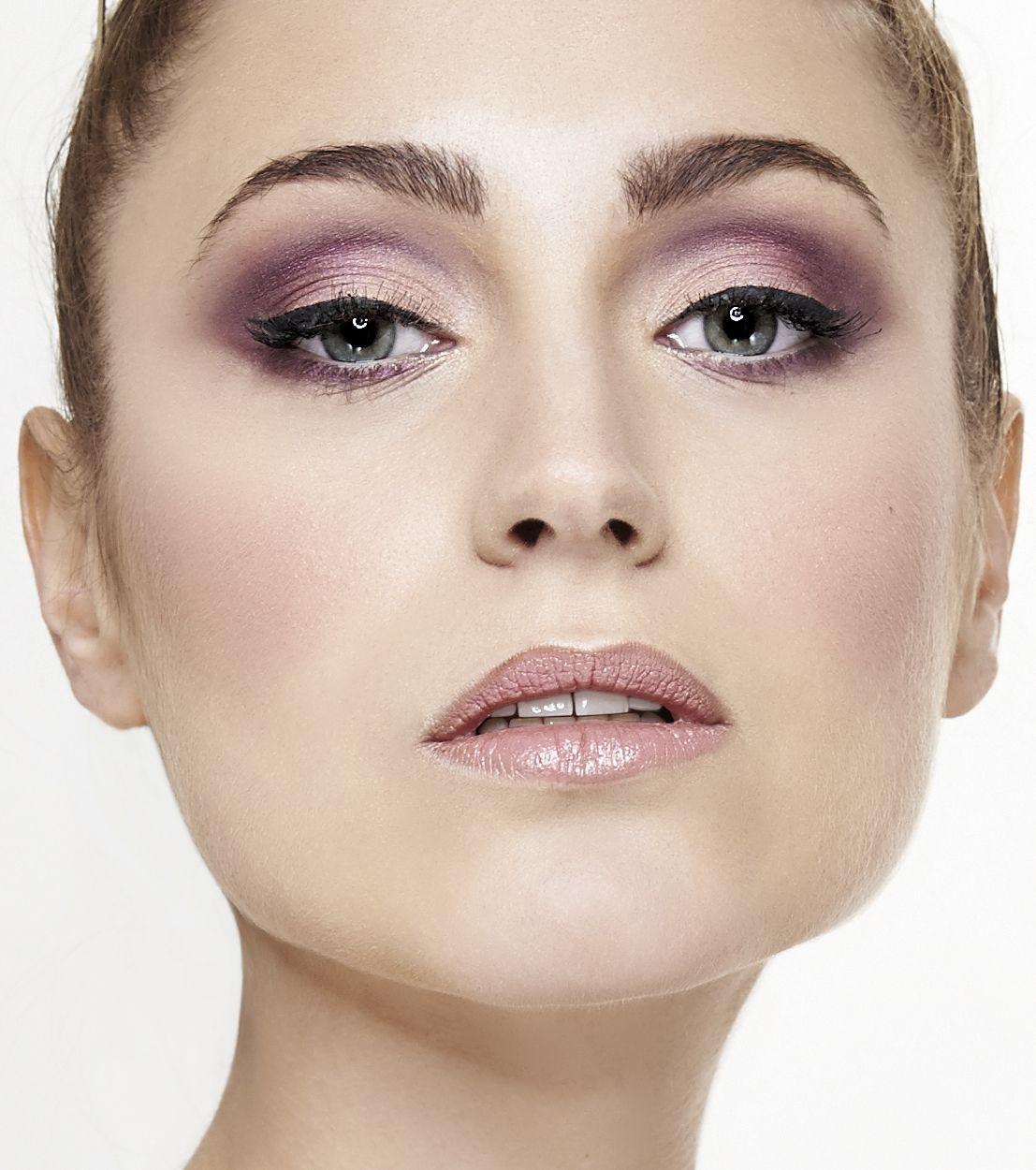 Curso de maquillaje Specific Beauty, 3 meses de formación de maquillaje especializado en Belleza. (Barcelona) Inicio: 7 de Abril (3 meses, todos los viernes)-Horario de tarde. Inicio: 10 de Abril (3 meses, todos los lunes)-Horarios de mañanas y de tardes (a escoger) Infórmate✉: hola@colors-up.com ☎93412 55 11 - Barcelona