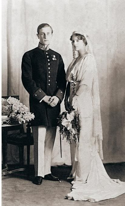 Princesse Irina and Prince Felix Youssupov in their wedding day. He was the man who killed Rasputin and she was the niece of Nicholas II.