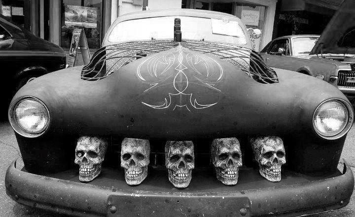 Those skulls for Assurance voiture garage mort