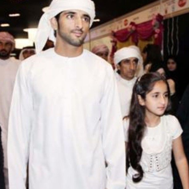 Sheikh Hamdan and sisters    Internet archive photo/no source cited