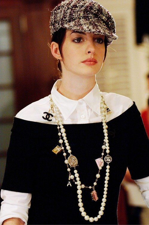 Anne Hathaway Le Diable S Habille En Prada : hathaway, diable, habille, prada, Chanel, Pearls