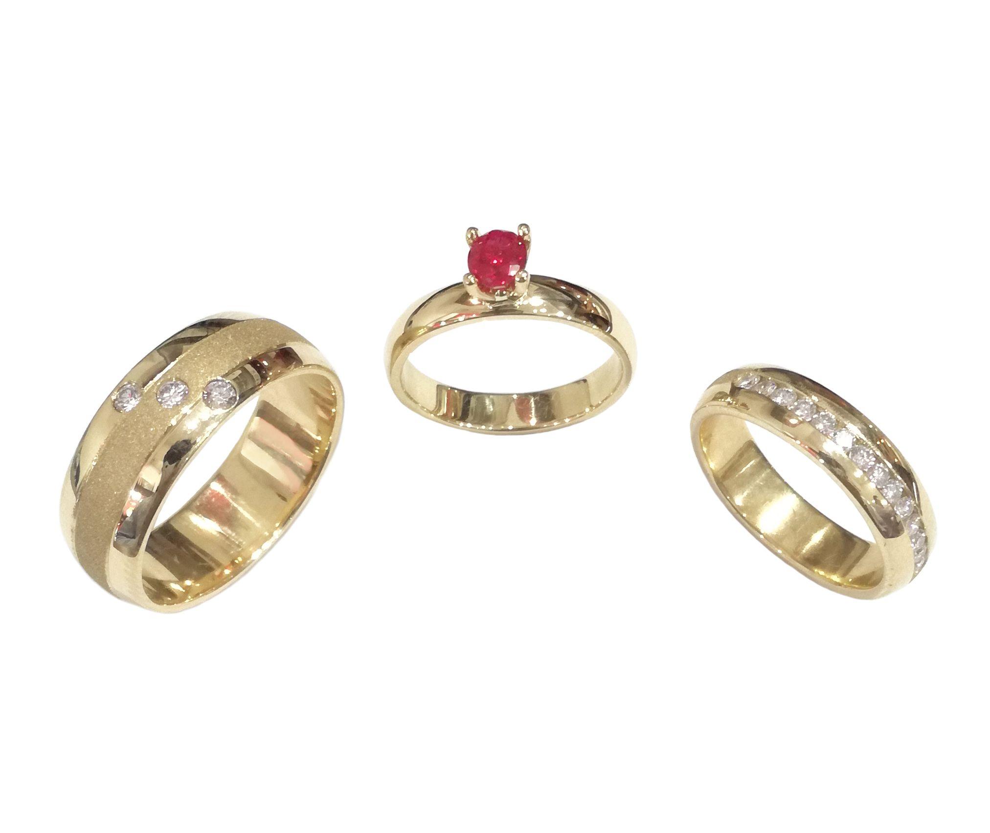 8504ee155586 Argollas y pisa argolla en oro amarillo de 18K. con circones diamantes.  Anillo