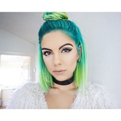 New hair thanks to @notanothersalon  Thankful it's not pouring it down so I can shoot  #greenhair #mermaid #sea #mermaidhair #ombre #lime #turquoise #hair #hun #blogger #style #graphicliner #nudelips #choker #contour #lasplash