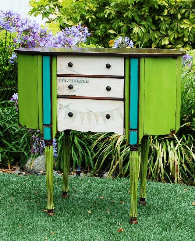 This piece is a martha washington sewing cabinet it got a wild treatment of paint and decoupage - Ausgefallene wohnzimmermobel ...