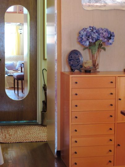 Small Cool 2009 aka Grace\u0027s Efficiency of Mirrors \u2014 Teeny-tiny - Efficiency Apartment Design