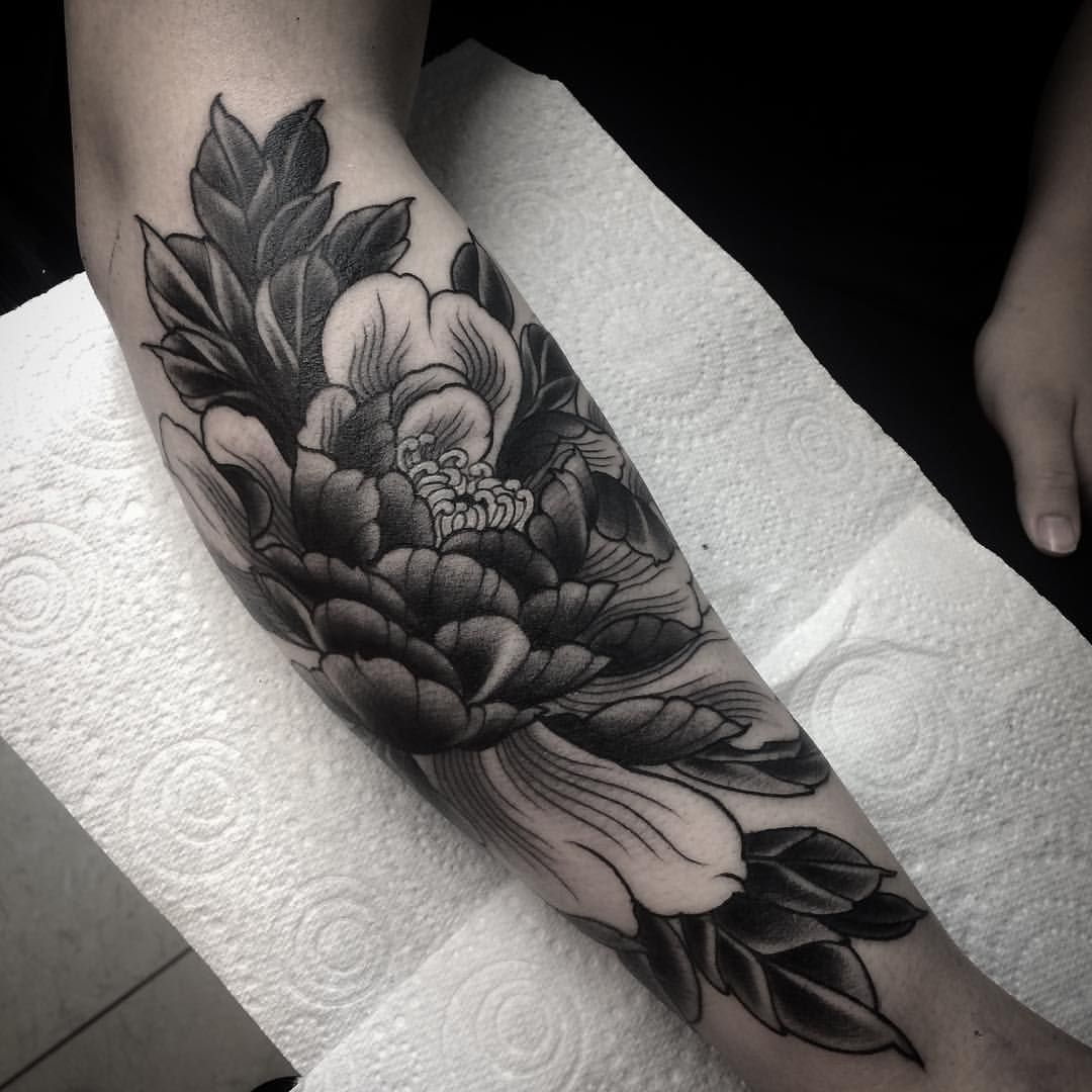 Peony Tattoo Peonytattoo Flower Flowertattoo Japanese Japaneseart Japanesetattoo Irezumi Irezumicolle Black Flowers Tattoo Peonies Tattoo Mens Shoulder Tattoo