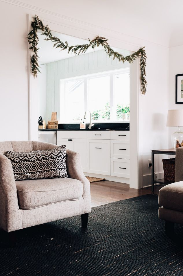 How Hang Garland Out Nails Damage Home Decor