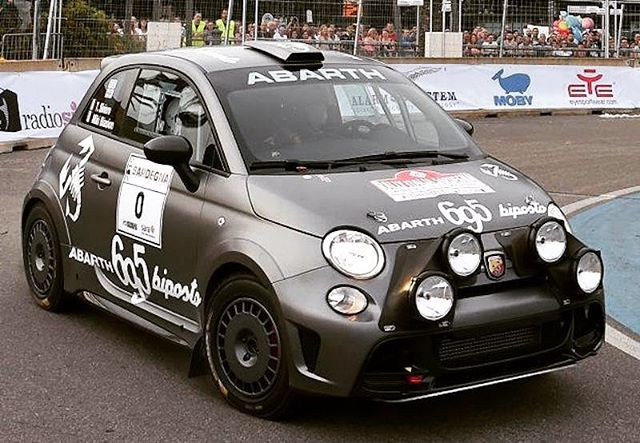 Abarth 695 Biposto Record Fiat 500 With Images Fiat Abarth