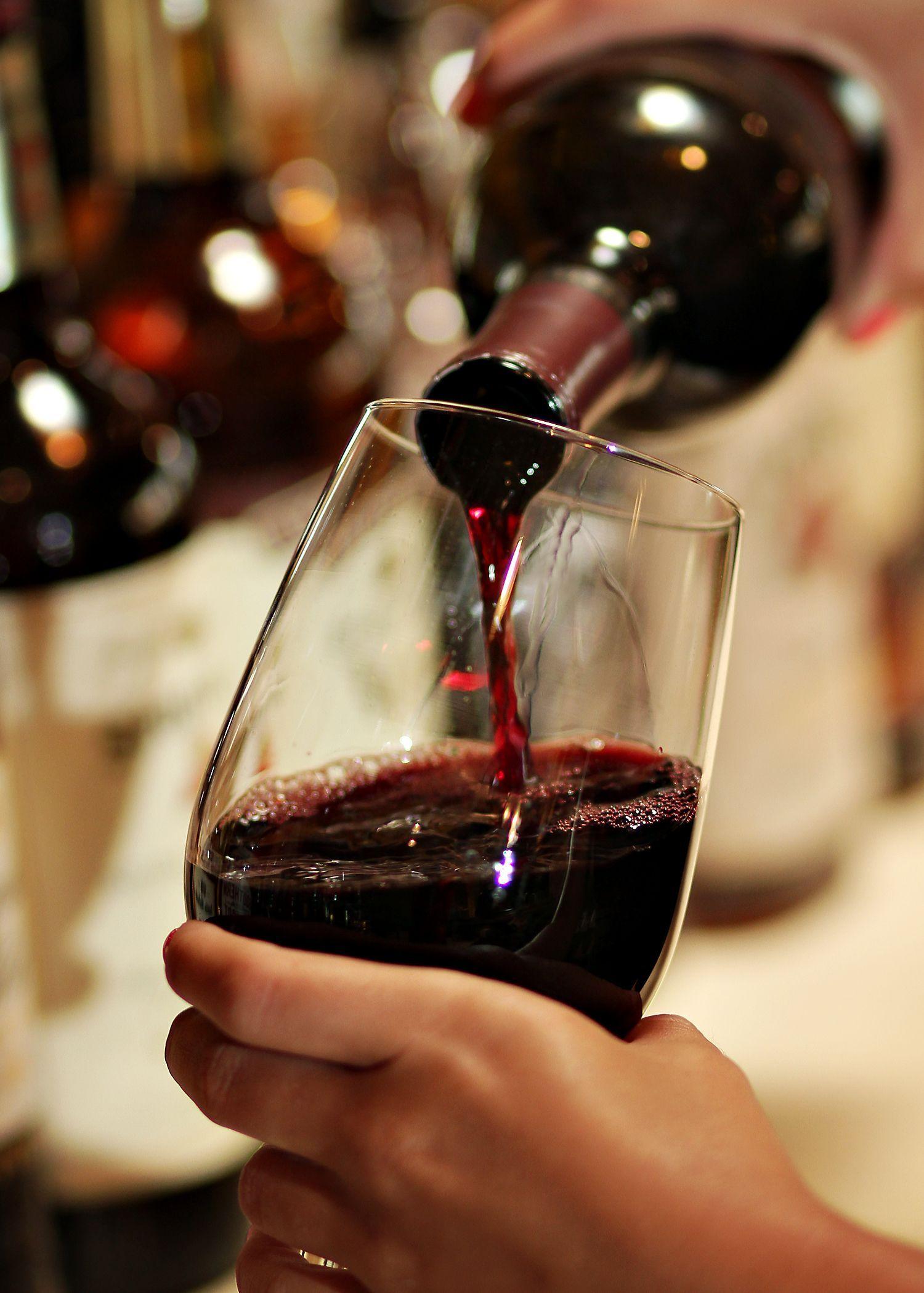 тут фото бокала вина в руке публикацию своих