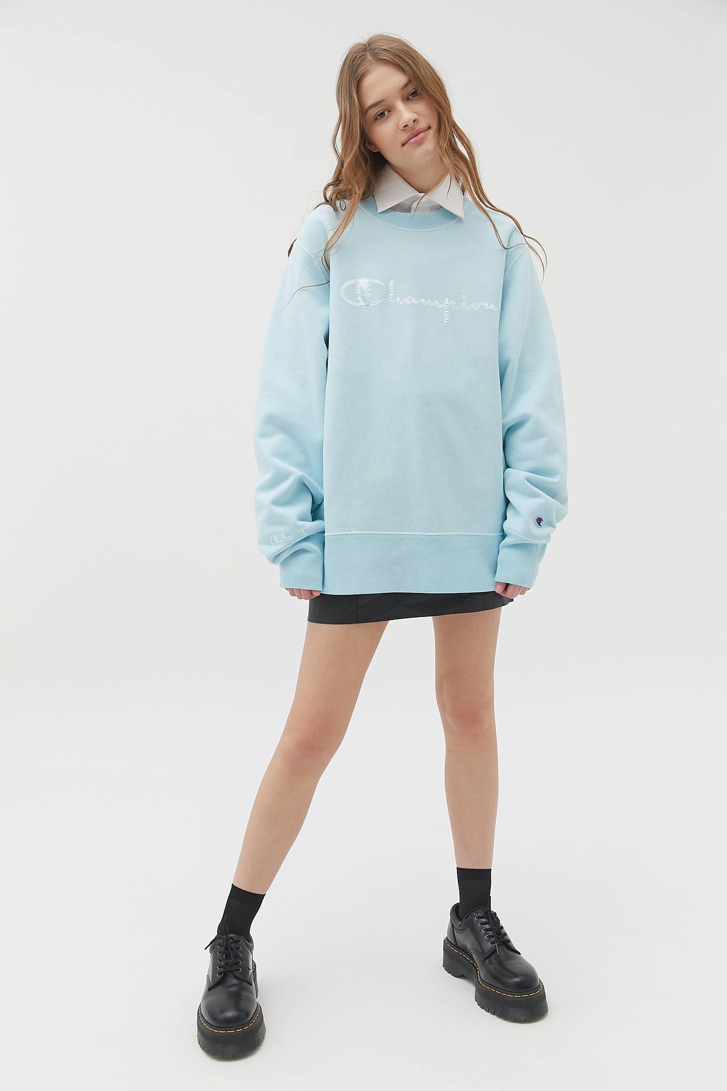 Champion Uo Exclusive Boyfriend Crew Neck Sweatshirt Crew Neck Sweatshirt Champion Pullover Basic Long Sleeve Tee [ 2175 x 1450 Pixel ]