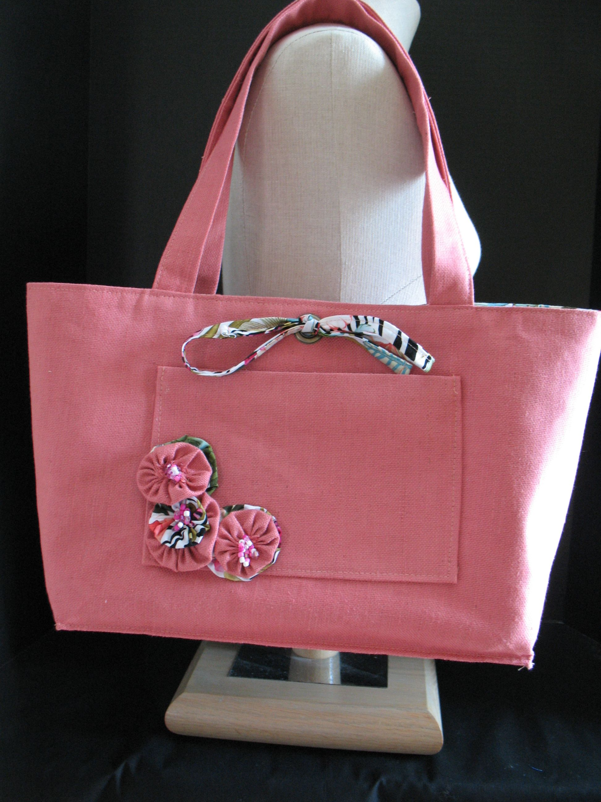 8ad2ad47c4 Reversible Coral Linen Tote with Yo-Yo's | Things I Love to Sew ...
