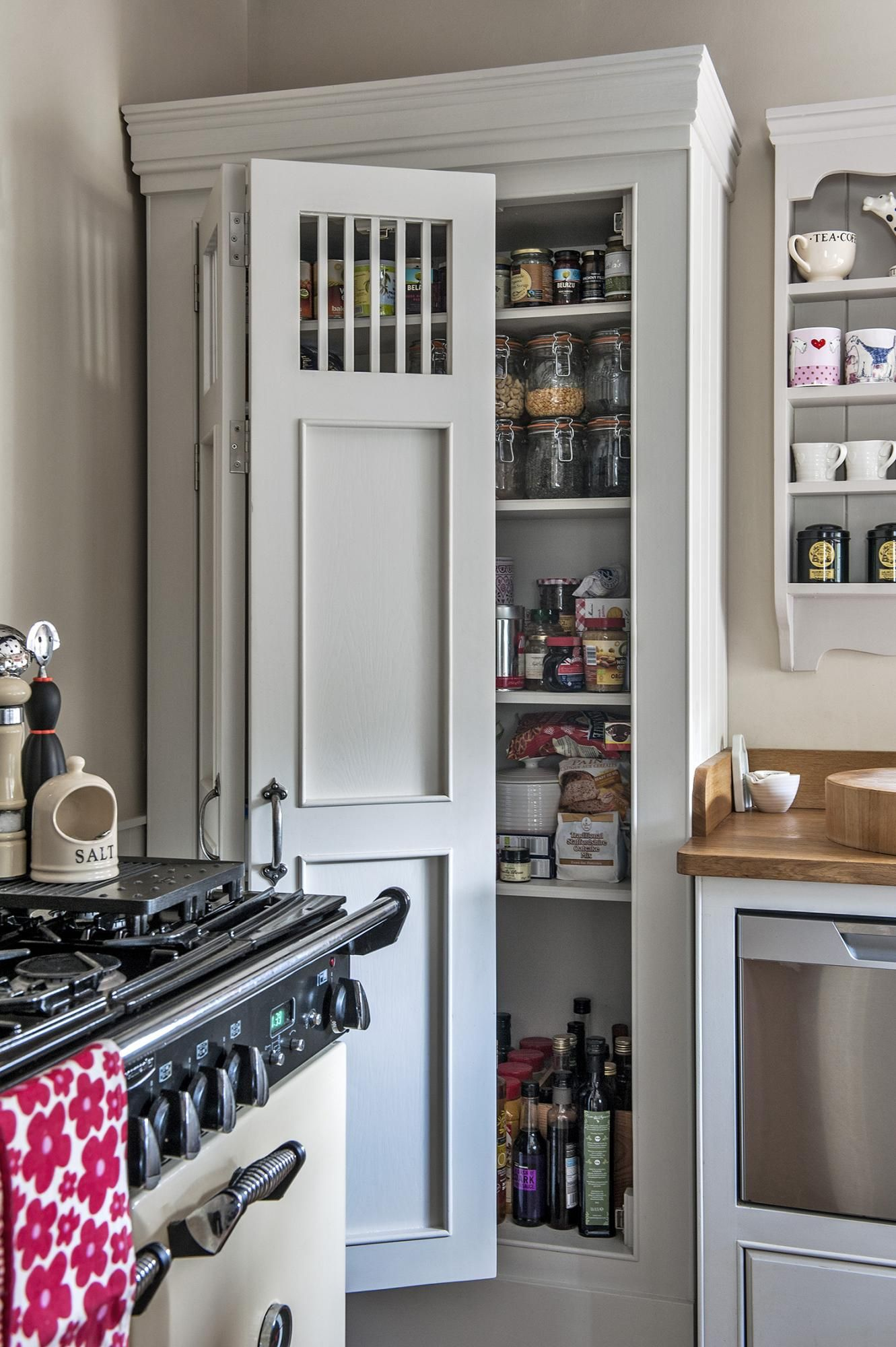 An Organizer\'s Dream: 9 Truly Covetable Kitchen Pantries | Shabby ...