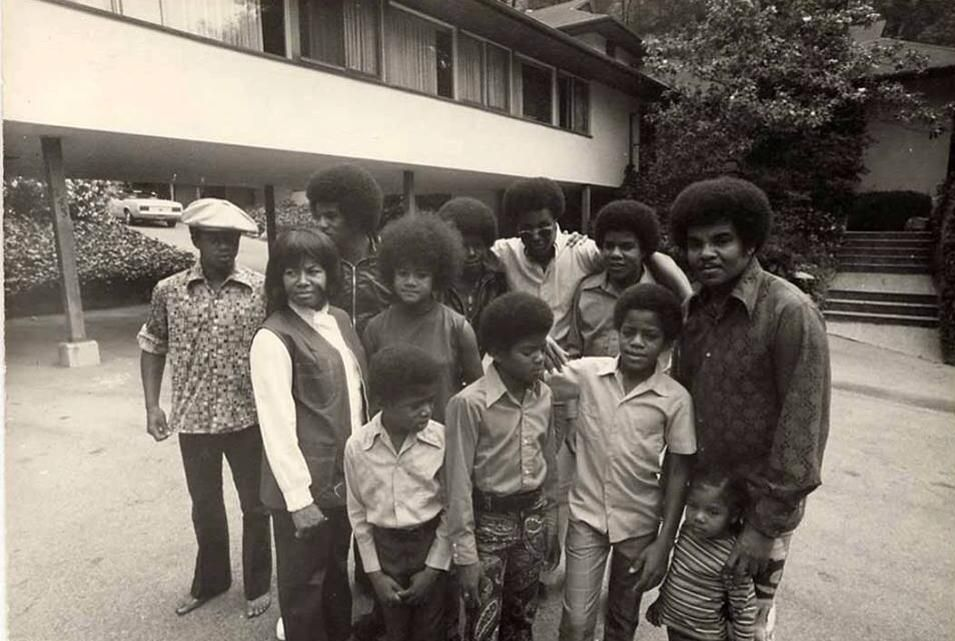 A rare picture of the Jackson Family from the 70's :) | Curiosities and Facts about Michael Jackson ღ by ⊰@carlamartinsmj⊱