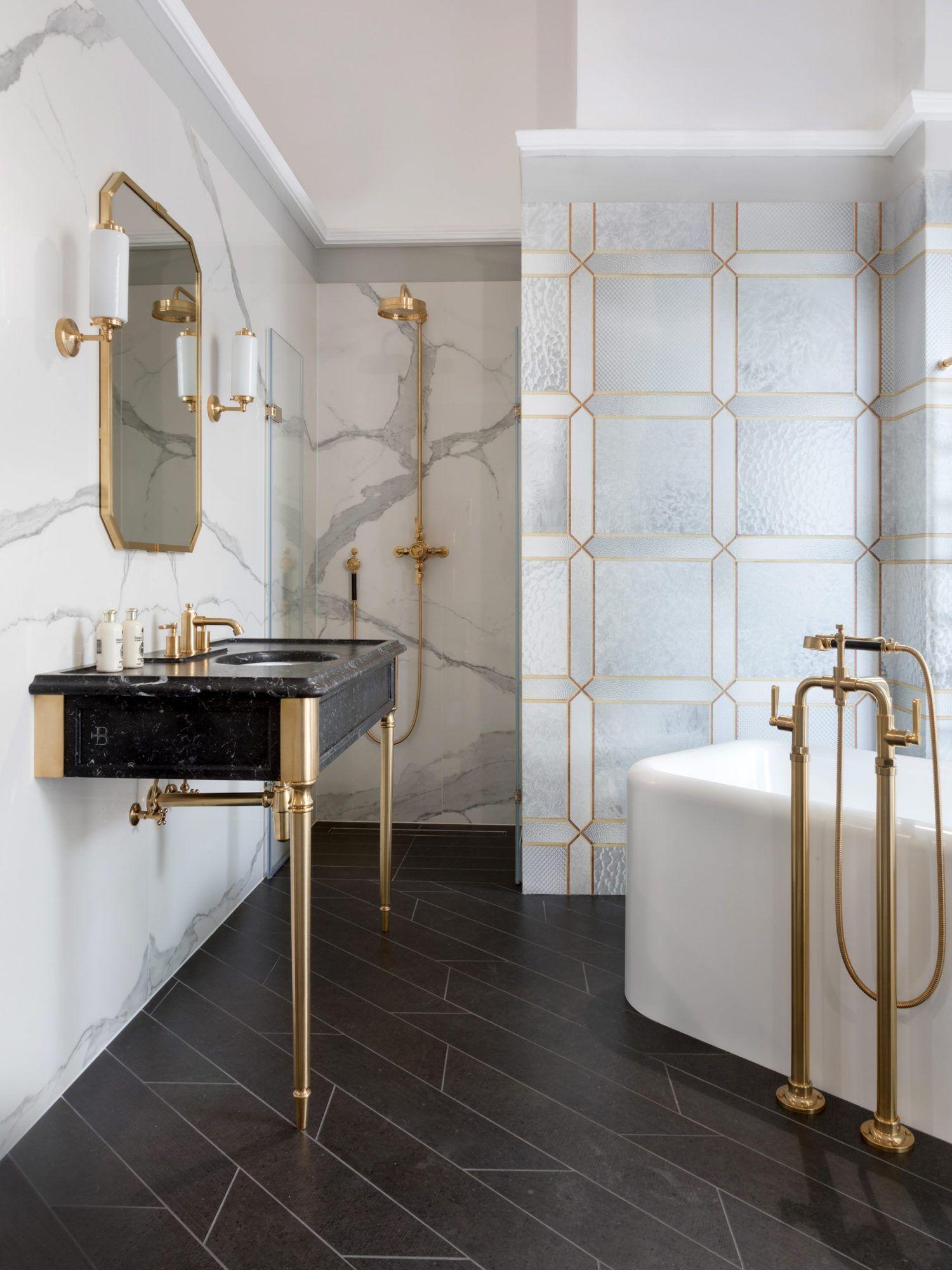 Accents Of Gold Bathroom Inspiration Bathroom Interior Chic Bathrooms Bathroom Inspiration