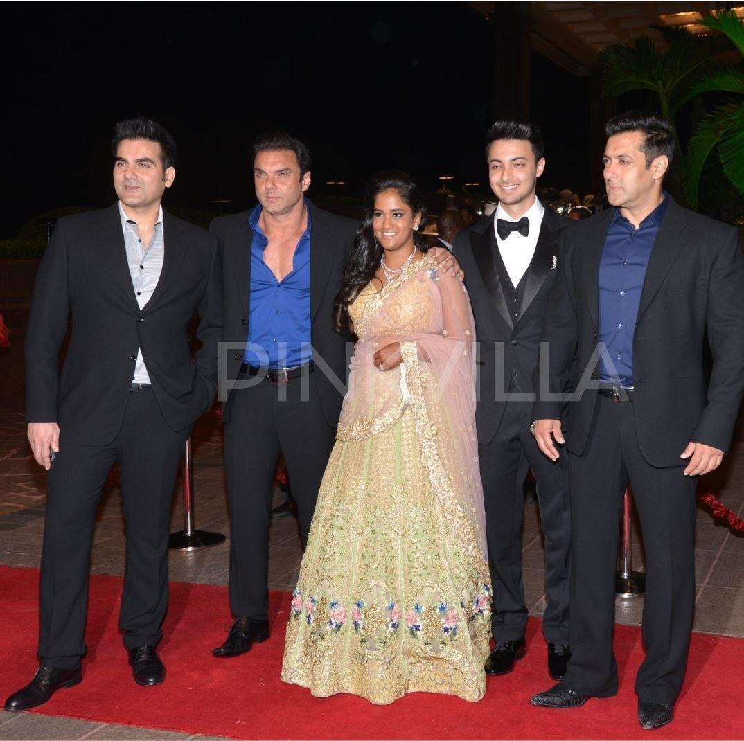 Khan alvira agnihotri at kareena wedding reception exclusive photo