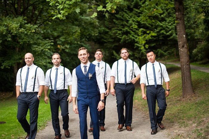 Groom and Groomsmen wedding photo idea | fabmood.com #wedding