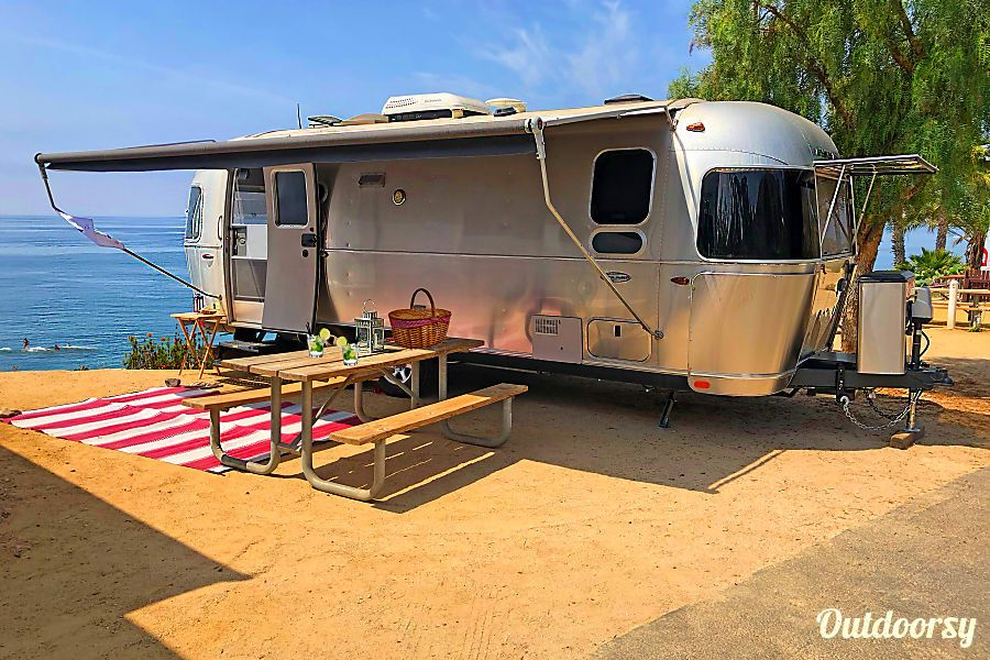 New Life Goal Find This View For Next Airstream Trip This 2016 Airstream 25ft Flying Cloud Plus Tow Vehicle Airstream Airstream Flying Cloud Winter Camping