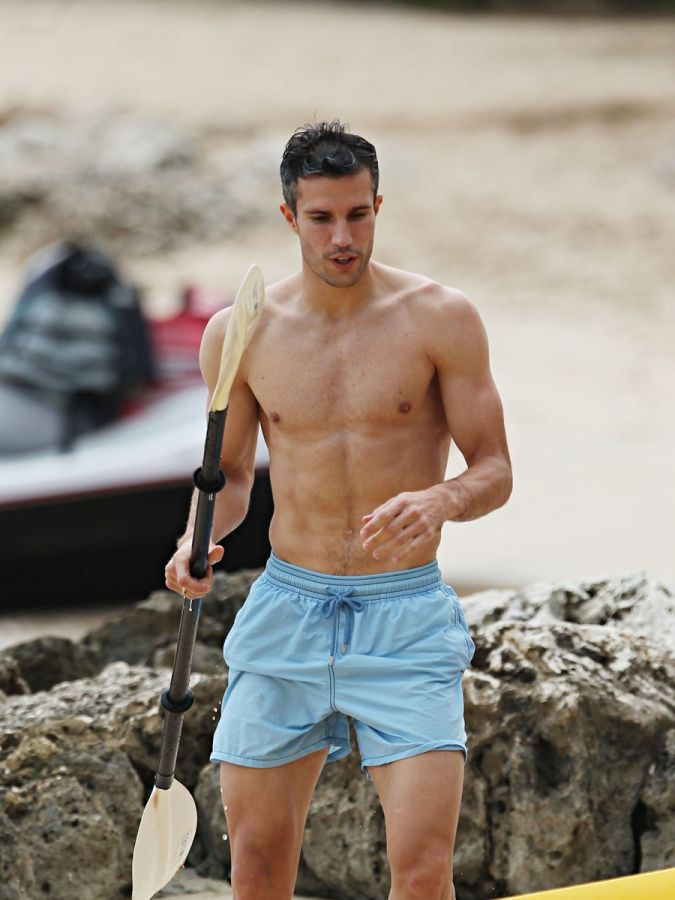Wow glory its hard to find a nice photo where his face looks shirtless soccer stud robin van persie shows off his body in barbados socialite life voltagebd Images