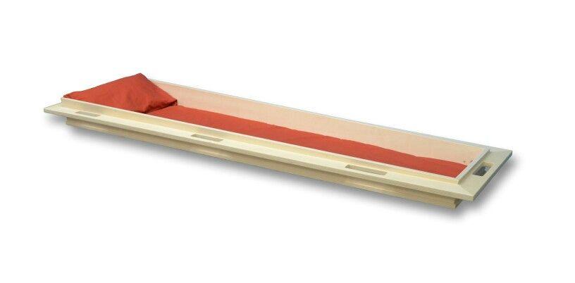 Opbaarplank kan worden gebruikt in plaats van een kist. Dit vraagt wel om een wade of doek tijdens vervoer. Www.memoriauitvaartzorg.nl
