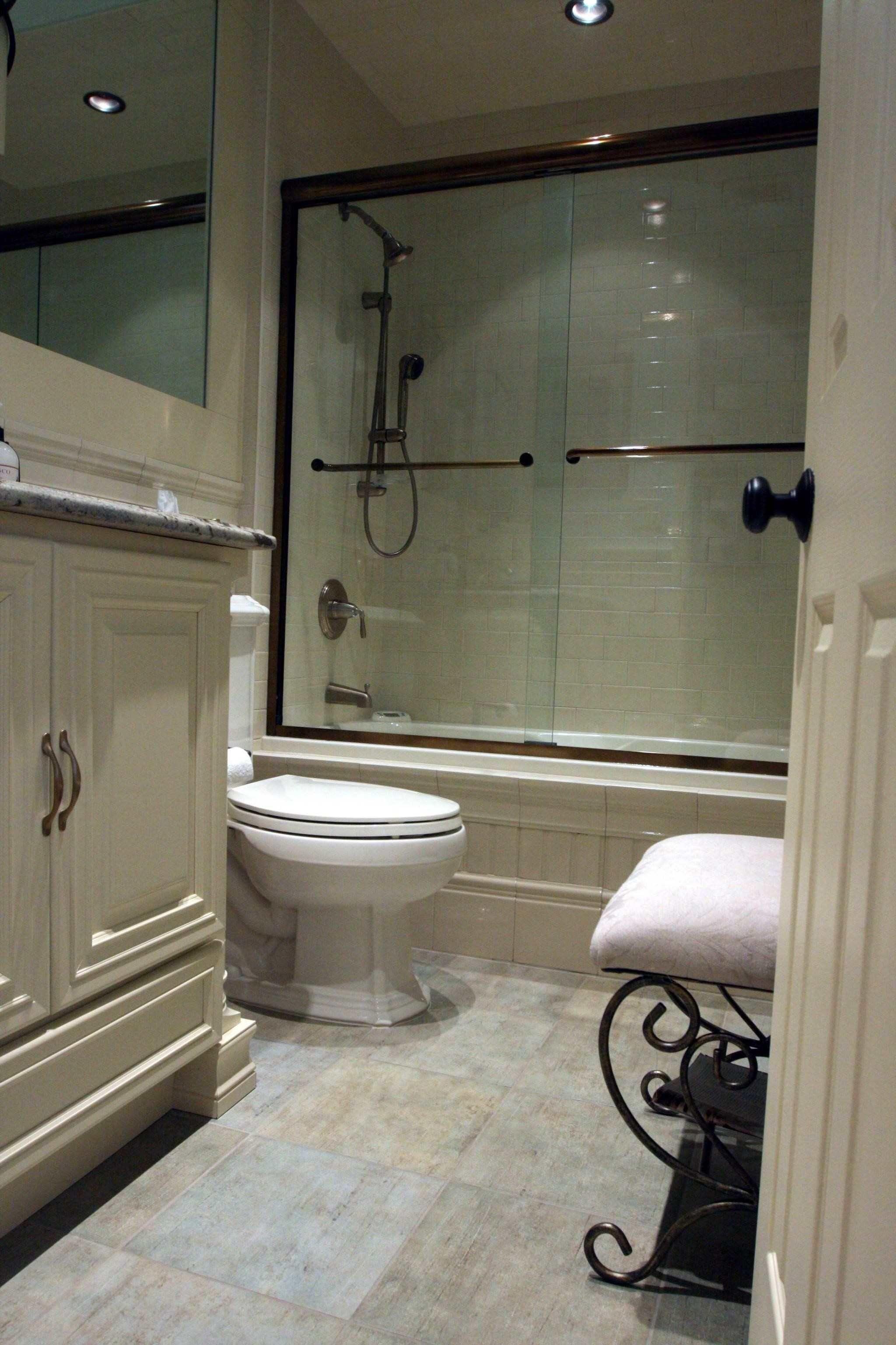 Badezimmer Renovierungen Für Kleine Bäder   Dieser Quadratmeter große Badezimmer bietet eine ...