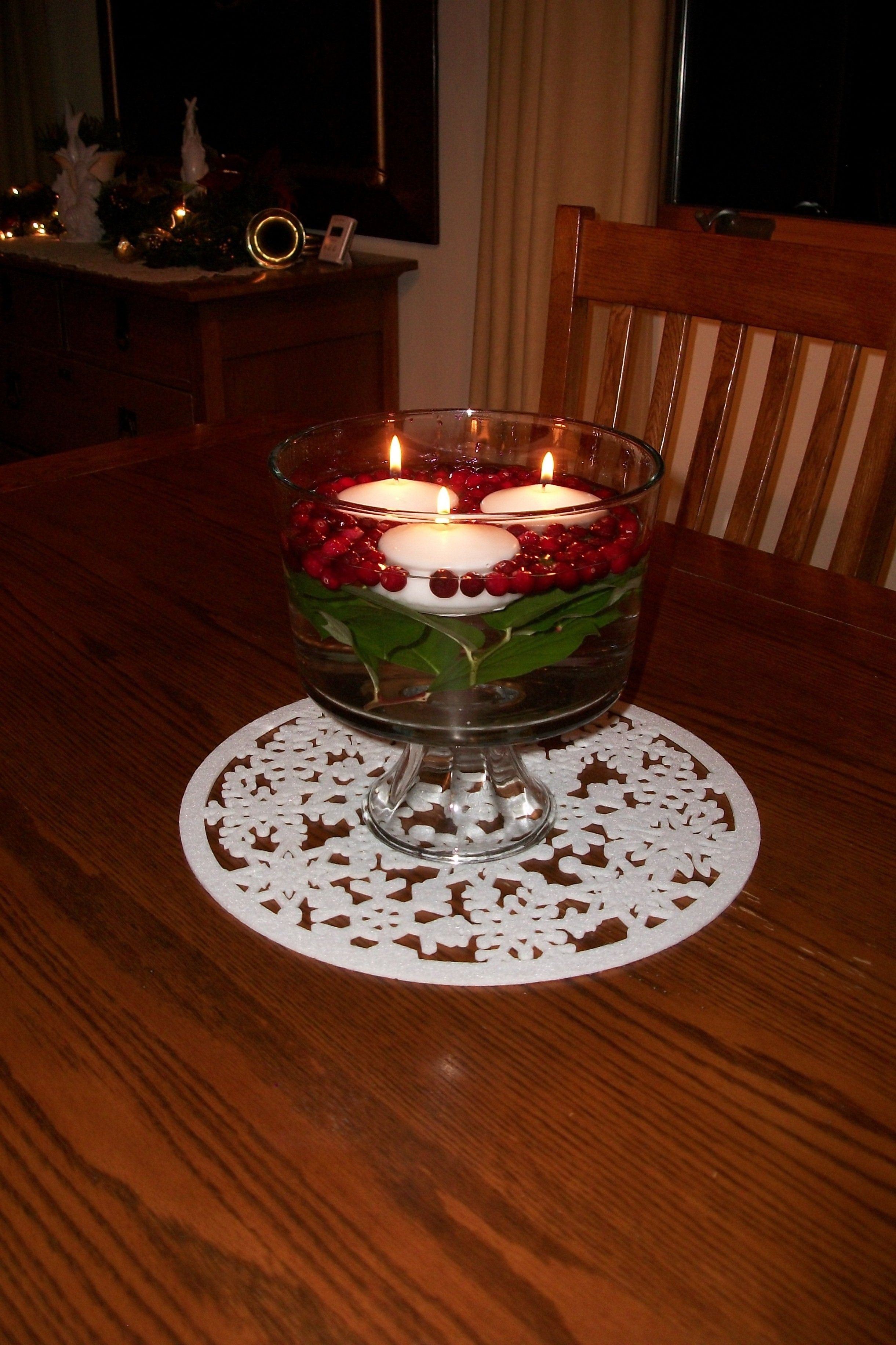 Holiday Centerpiece: floating candles, cranberries and bay ...