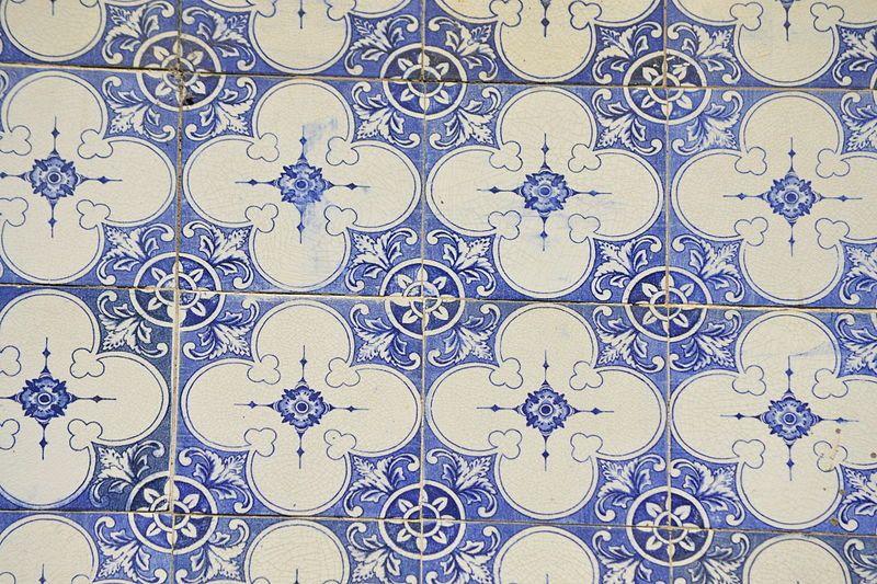 File:Azulejos R Brilhante 1.jpg