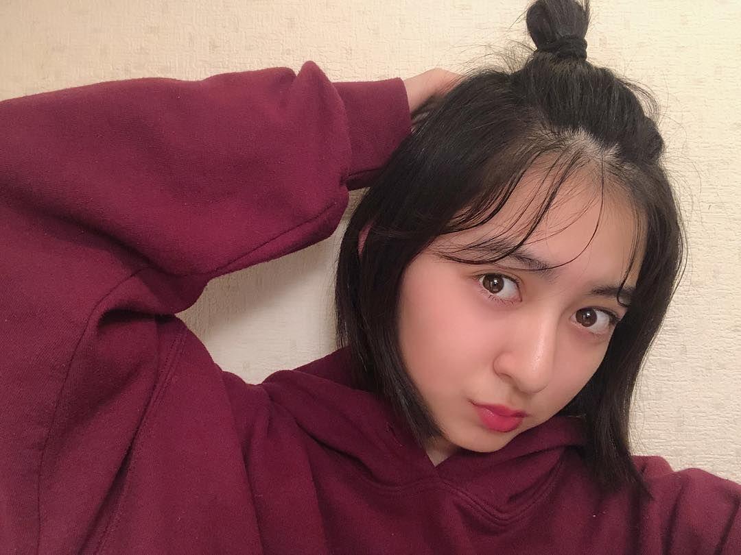 成田 愛純 Di Instagram ヘアアレンジ ゆるいハーフアップお団子をして 後れ毛をだすだけで簡単ですっ 前髪が長い人はオイルなどで濡れ感を出してみても可愛いです 学校にもしていけてすぐにできるので楽ちん ショートでもロングでも