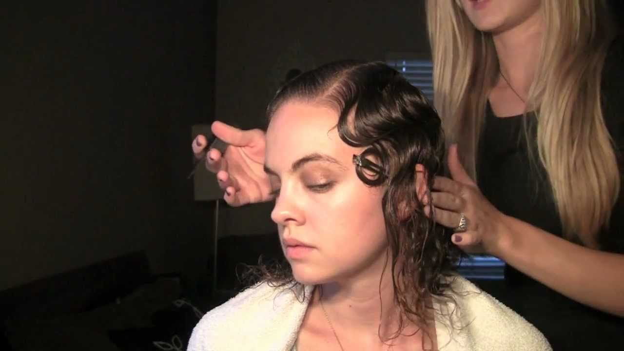 How to Finger Wave -- even though the poor model looks miserable, the technique works really well!