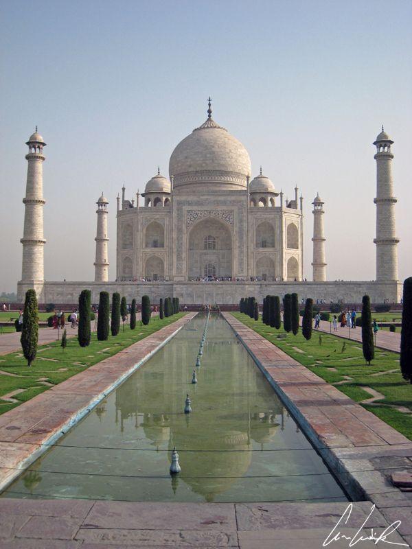 Inde - Le Taj Mahal, dont la célèbre silhouette constitue l'emblème du pays.