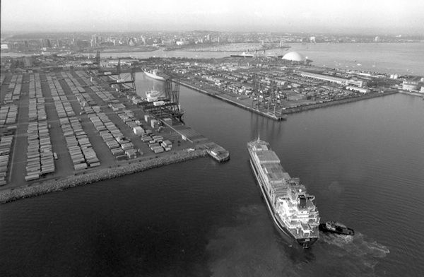 Aerial view of the Long Beach harbor in 1984.